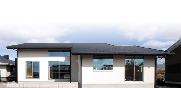 小屋裏空間とスキップフロアで構成される平屋+αのシンプルな注文住宅の平屋
