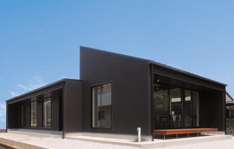 シンプルモダン 黒が美しい上質ワンフロアの平屋