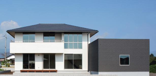 寄棟屋根と箱で構成するベーシックスタイル注文住宅
