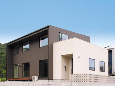 白と黒のモノトーンが光るモダンな箱型の注文住宅