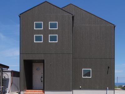 黒の外観が美しい スタイリッシュな注文住宅